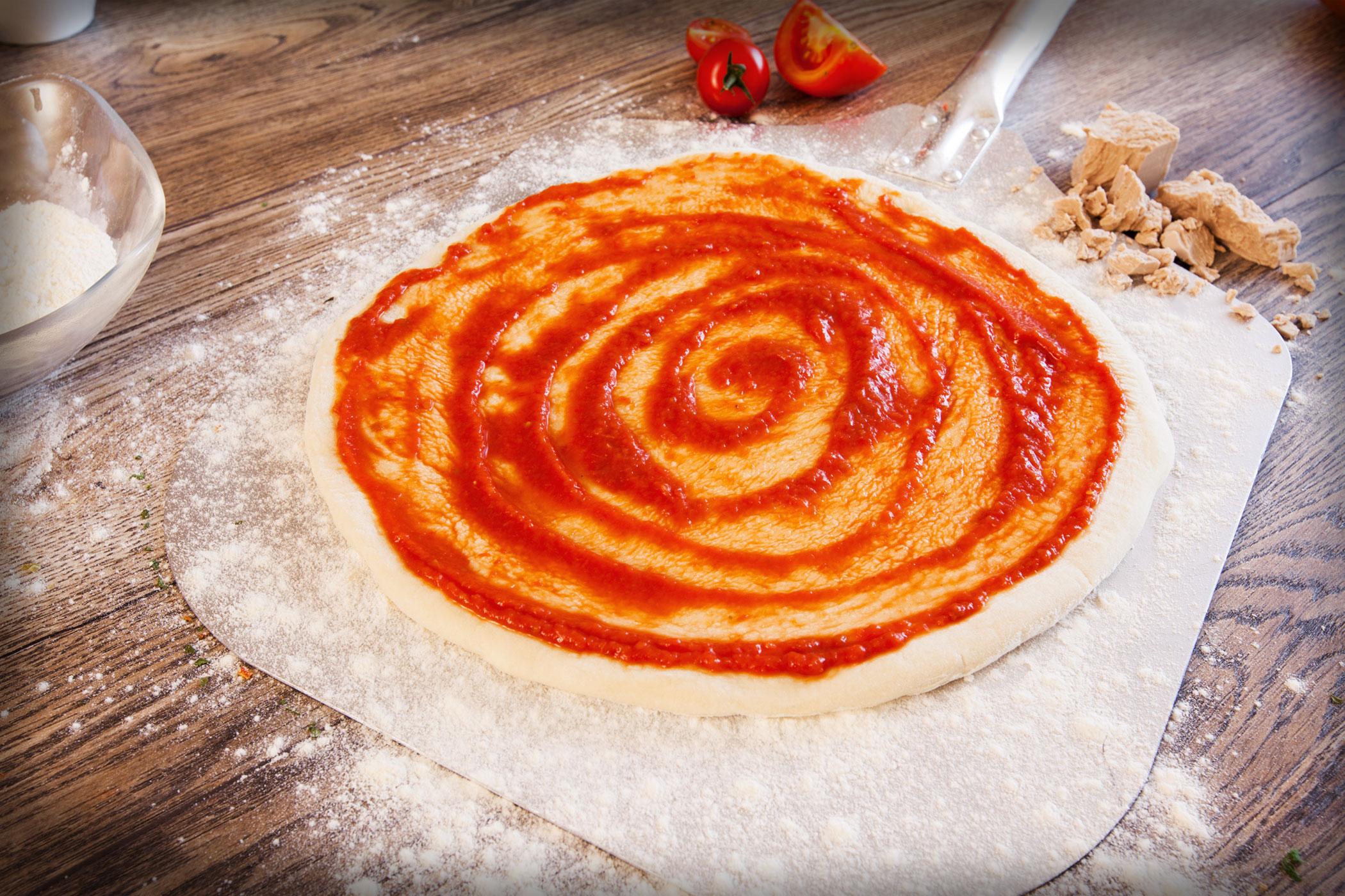 Original Franzesco Pizzaboden mit Tomatenpulpe