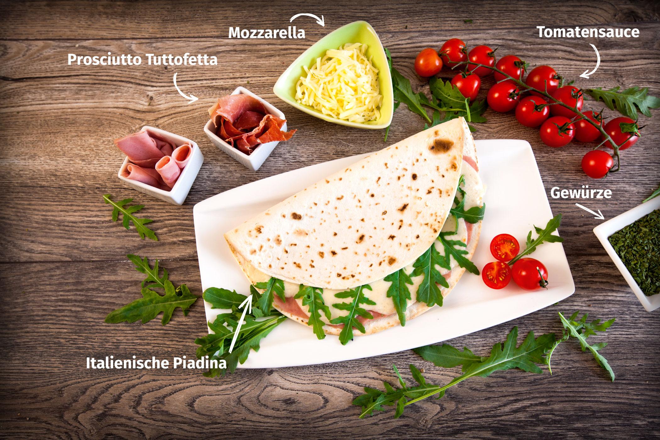 Original Franzesco Piadina Tuttofetta gefüllt mit Tomatensauce, Prosiutto Tuttofetta, Mozzarella und Gewürze